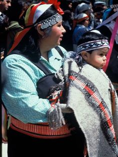 Mapuche woman and child - Chile photo by Hector Ponce Gonzalez  Arte en Chile - Fotografías Patrimoniales