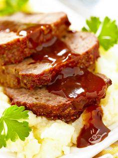 Il Polpettone di pane e salsiccia è un secondo piatto sostanzioso e molto semplice, ideale per essere preparato e cucinato in anticipo.