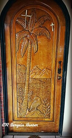 The hand carved doors in this country are amazing! Entrance Doors, Wooden Doors, Door Design, Costa Rica, Wood Working, Hand Carved, Coconut, Carving, Country