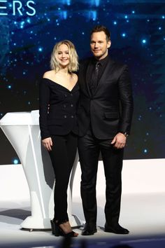 """Jennifer Lawrence and Chris Pratt attend the press conference of film """"Passengers"""" on December 2016 in Beijing, China. X Men, Happiness Therapy, Emily Ratajkowski Outfits, Jennifer Lawrence Style, Executive Woman, All Black Fashion, Holy Chic, Chris Pratt, Celebs"""