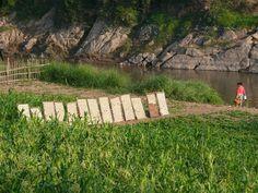 ナムカン川のほとりにて