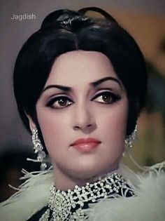 Hema malini Bollywood Theme, Bollywood Heroine, Bollywood Outfits, Indian Bollywood Actress, Vintage Bollywood, Beautiful Bollywood Actress, Bollywood Stars, Beautiful Indian Actress, Beautiful Actresses