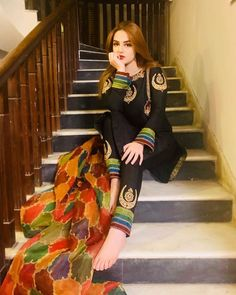 Simple Pakistani Dresses, Pakistani Fashion Casual, Pakistani Dress Design, Pakistani Outfits, Stylish Dress Designs, Stylish Dresses For Girls, Nice Dresses, Casual Dresses, Designer Party Wear Dresses