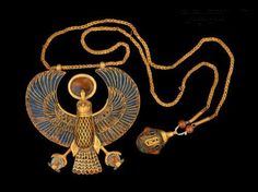 Falcon necklace and pendant of king Tutankhamun, from his tomb KV62 in the valley of the kings, 1336-1327 BC, Eighteenth Dynasty. Egyptian Museum.