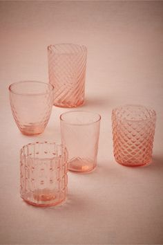 verres gobelets en verre rose from BHLDN