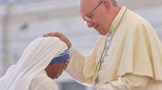 VIDEO: Misionera de la Caridad sobreviviente de Yemen conmueve al Papa 03/09/2016 - 11:06 am .- Durante la Audiencia Jubilar en la Plaza de San Pedro de este sábado, la Madre Superiora del Hogar de Ancianos de las Misioneras de la Caridad en Yemen, Sor Sally, brindó su testimonio sobre cómo actúa la Providencia en la Congregación fundada por la Beata Madre Teresa de Calcuta, la cual se dedica a suplir las necesidades materiales y espirituales de los más necesitados.