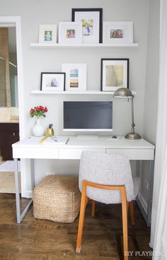12 Office Desk Redo Ideas for you to renovate your Work space! Bedroom Office Combo, Bedroom Corner, Small Master Bedroom, Office Nook, Bedroom Desk, Guest Room Office, Home Office Space, Home Office Design, Home Office Decor
