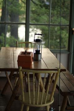 screened-in porch, picnic table & lantern