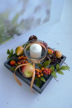 Offer here 1 hand-decorated arrangement in autumnal shades on a wooden tray. Decorated with berries, cones, pumpkin, apples, div … - New Deko Sites Christmas Crib Ideas, Easy Christmas Decorations, Simple Christmas, Tray Decor, Decoration Table, Fall Home Decor, Autumn Home, Fall Crafts, Diy And Crafts