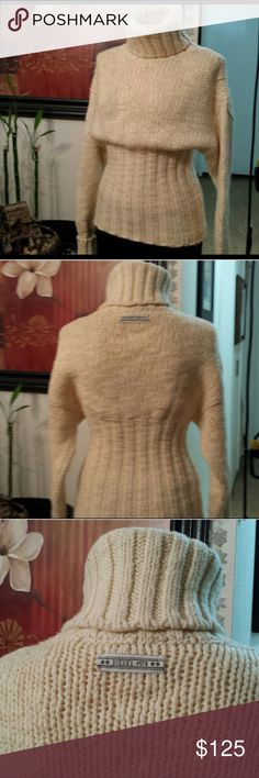 Diesel Turtle neck chunky knit sweater Diesel Turtle neck chunky knit sweater. Cream, very warm. Beautiful! Amazing with jeans, leggings, leather! Made in Romania. 50% Lana Wool, 48% Acrylic, 2% Polymade Nylon. Gorgeous! Like new! Excellent condition! Sweaters Cowl & Turtlenecks