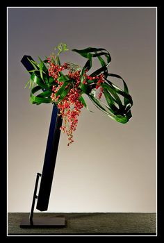 Develop creative skills to make beautiful living Japanese floral art. Ikebana, often translated as Japanese Flower Arrranging, is much more than flower arranging. Ikebana Flower Arrangement, Ikebana Arrangements, Floral Arrangements, Flower Show, My Flower, Flower Art, Japanese Flowers, Japanese Art, Ikebana Sogetsu