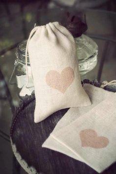 Bolsas en fique pintadas a mano, recuerdo de matrimonio