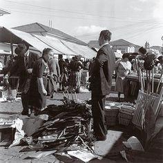 1953 - Feira livre na rua Oscar Freire. Foto de Alice Brill.