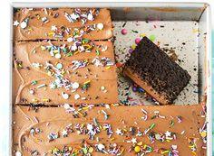 Πανεύκολο υγρό κέικ σοκολάτας | Συνταγές - Sintayes.gr Sweets, Baking, Desserts, Food, Tailgate Desserts, Deserts, Good Stocking Stuffers, Candy, Bakken