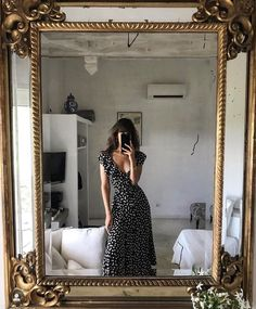 Parisian Mood Source by gunsnfroses Dresses street style Style Outfits, Cute Outfits, Fashion Outfits, Fashion Hacks, Hijab Fashion, Dress Outfits, Fashion Ideas, Fashion Tips, Easy Style