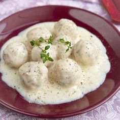 Learn how to prepare Extravagant Meatballs in White Sauce. Knead the mince with the onions and parsley, add t. Food Network Recipes, Cooking Recipes, Bulgarian Recipes, White Sauce, Greek Recipes, International Recipes, Family Meals, Mashed Potatoes, Yummy Food