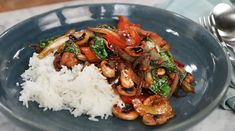 Chicken cashew | Recept från Köket.se Baby Food Recipes, Chicken Recipes, Dinner Recipes, 300 Calorie Lunches, Quorn, Asian Recipes, Ethnic Recipes, Food Inspiration, Food Porn