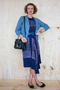 Ucha Meirelles usa vestido Andrea Marques, cinto Missoni, bolsa e sapatilha Corello #StreetStyle #SPFW