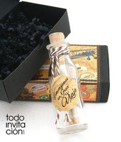 Invitación de boda Mensaje en botella. Una invitación original y muy muy romántica con vuestra invitación en una botella de cristal presentado en una elegante cajita personalizada como un BAÚL DE VIAJE.