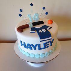 Field hockey cake by Kristy Dax | cakesbykristy.com