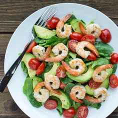 Pour vous rafraîchir, faites-vous une salade d'été aux crevettes et à l'avocat !