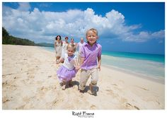 www.rightframe.net – Oahu family portrait photography at Waimanalo Beach, Hawaii. family, photography, beach, portrait, portraits, ideas, idea, waikiki, honolulu, hawaii, hawaiian, couple, families, photo, pictures, photos, pose, holiday, vacation,fun, poses, posing, session, kids, kid, bellows, white, blue, ocean, clothing, large, Inspired, Summer, siblings.