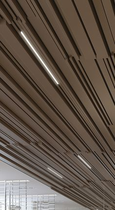 The BXD - Multi Panel Ceiling System. Mix and match the diverse B, BD and the new BXD ceiling panels in varying widths. Baffle Ceiling, Metal Ceiling, Ceiling Panels, Ceiling Lights, Atrium Design, Ceiling Finishes, Wallpaper Ceiling, Partition Design, Ceiling Treatments