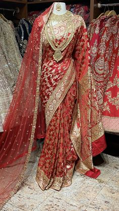 Bridal Dupatta, Indian Bridal Sarees, Indian Bridal Outfits, Indian Bridal Fashion, Indian Bridal Wear, Indian Wear, Indian Gowns Dresses, Indian Fashion Dresses, Dress Indian Style