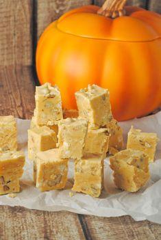 Pumpkin Pie Fudge ~ tastes just like pumpkin pie, but it's fudge!! from @jen @ Juanita's Cocina