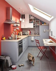 classic red for a contemporary style kitchen un rouge classique pour une cuisine de style contemporain paint peinture colourtrends tendan