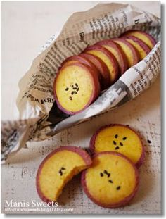 Sweet potato looks so sweet! Japanese Cookies, Japanese Pastries, Japanese Sweets, Galletas Cookies, Cake Cookies, Sweets Recipes, Cookie Recipes, Biscuits, Cafe Food
