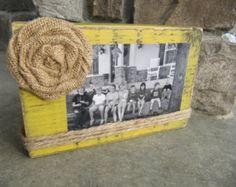 Marco madera apenado vintage shabby damas por BlessHerHeartDesigns
