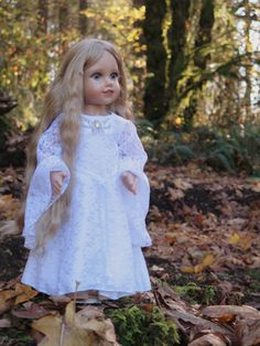 18 Inch Doll Galadriel Dress - LOTR Galadriel Lace Mirror Gown - Halloween Doll Costume - 18 Inch Doll Medieval Dress - Doll Wedding Dress  Your doll will feel like an elvish queen in this graceful, lacy gown! This is a replication of Galadriel's white lace dress from the Fellowship of the Ring. A great costume for Halloween, perfect for a fan of Lord of the Rings! Perfect as a medieval wedding dress for your doll, as well!   This dress is made with silky white satin underneath, and an…