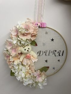 Kapı süsü Baby Decor, Diy Wall Decor, Dream Catcher Craft, Embroidery Hoop Crafts, Diy Bebe, Baby Frame, Baby Shower, Craft Corner, Diy Crafts To Sell