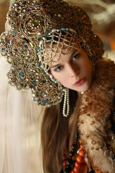 Russian Costume, Kokoshnik Headdress - Poupée russe - Russian doll