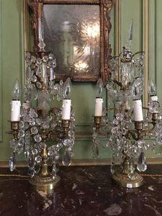 Paire de girandoles en bronze à 4 bras de lumière et pampilles. Style