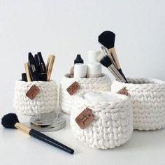 DIY Chunky knit using Clay - Chunky Knit Planter - Lily Ardor - Verlobungs dekorationen Crochet Box, Crochet Basket Pattern, Knit Basket, Crochet Amigurumi, Crochet Patterns, Crochet Kits, Crochet Storage, Diy Earrings Easy, Crochet Accessories