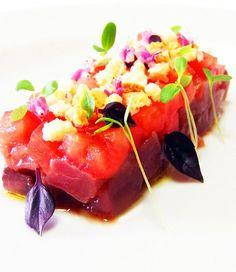 Tartare di tonno rosso con brunoise di cuore di bue e frisella - Food Design - Italia a Tavola