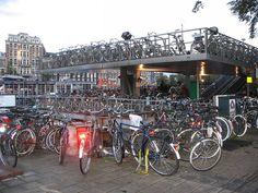 Amsterdã planeja criar 40 mil novas vagas em bicicletários