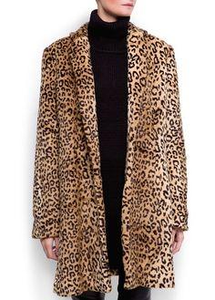 Tendance Chaussures 2018 Description Animal print faux fur coat with polo neck, capris & black loafers Leopard Fashion, Animal Print Fashion, Leopard Coat, Vogue, Mango, Fashion 2017, Coats For Women, Faux Fur, Cool Outfits