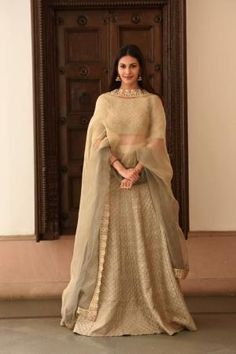 Get yourself dressed up with the latest lehenga designs online. Explore the collection that HappyShappy have. Select your favourite from the wide range of lehenga designs India Fashion, Ethnic Fashion, Asian Fashion, Fashion Fall, Choli Designs, Lehenga Designs, Indian Attire, Indian Ethnic Wear, Indian Wedding Outfits