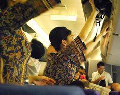 Pretty Singapore flight attendant doing in flight service ~ World stewardess Crews Kuala Lumpur City, Funny Commercials, Airline Flights, Civil Aviation, Cabin Crew, Attendance, Flight Attendant, Work Travel, How To Look Pretty