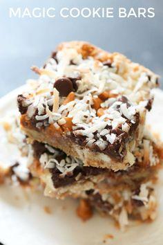 Seven Layer Magic Cookie Bars Recipe Six Sisters Stuff Tiramisu Dessert, Dessert Bars, Cake Bars, Köstliche Desserts, Delicious Desserts, Dessert Recipes, Yummy Food, Breakfast Recipes, Hot Fudge