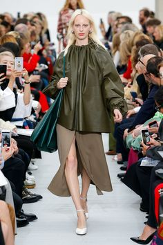 Céline Spring 2018 Ready-to-Wear Collection - Vogue
