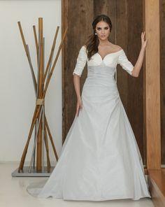Marylise Amada | 8 winter trouwjurken met lange mouwen | € 1500 - € 1800 | www.magicalmoments.nl
