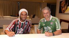 Ronaldinho vai ser apresentado no domingo.