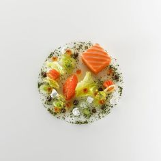 Chef Heiko NiederOra king salmon with lettuce, coconut and licorice Entree Recipes, Wine Recipes, Gourmet Recipes, Pickled Walnuts, Gourmet Food Plating, Michelin Star Food, Molecular Gastronomy, Tostadas, Food Presentation