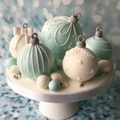 Christmas Cake Pops, Christmas Cookie Exchange, Christmas Sweets, Christmas Baking, Christmas Ornament, Purple Wedding Cakes, Wedding Cakes With Flowers, Flower Cakes, Cake Wedding