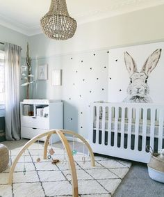 Neutral nursery | A minimalist look matched with simple geometric designs and a monochromatic palette is cute and mod! via Little Peanut Mag