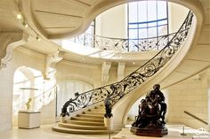 Check out the details on this staircase.  The smooth lines and oval shape make it very elegant.  The Petit Palais (Small palace) in Paris, France is a museum with a staircase that is as sculptural and awe inspiring as some of the pieces themselves. Just look at the railing return at the base of the staircase, the metal scrollwork is quite elaborate.